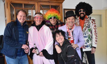 Tradition — Hosen feiern im Uerige