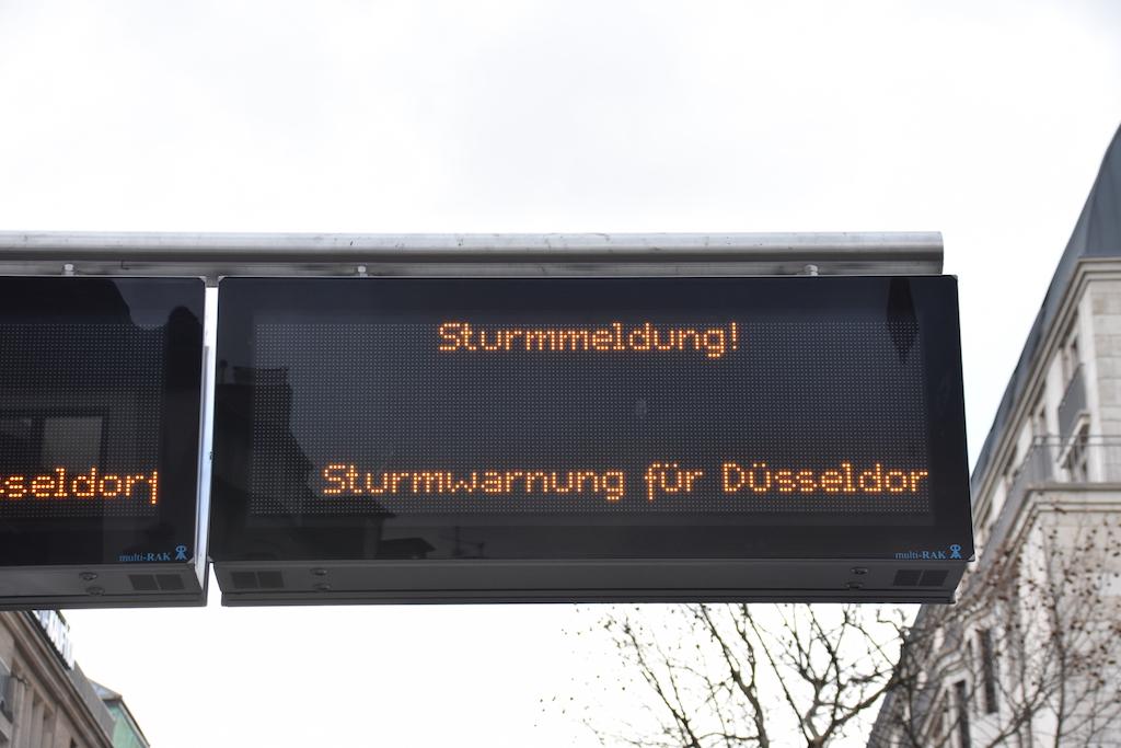 Warnung Rheinbahn Foto: LOKALBÜRO