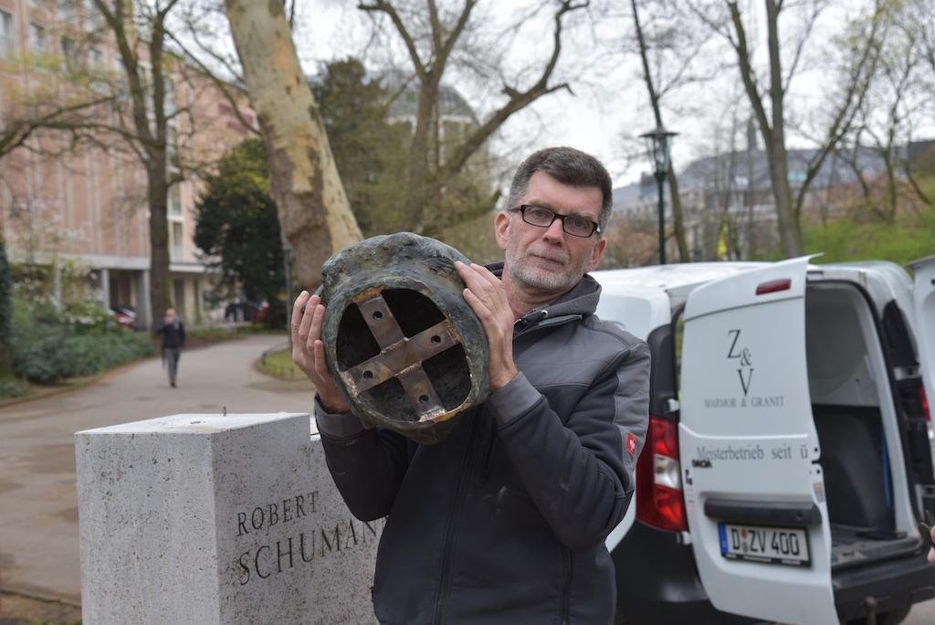 Sascha Vandenberg bring die abgespeckte Büste zurück. Foto: LOKALBÜRO