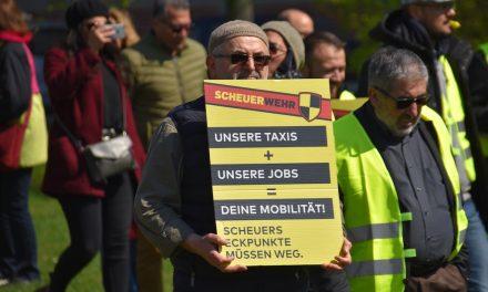 Zahlreiche Taxifahrer protestierten in Düsseldorf
