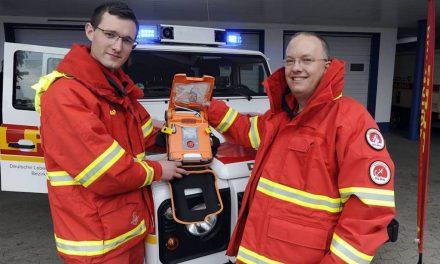 Defibrillator-Spende an DLRG Wasserrettung