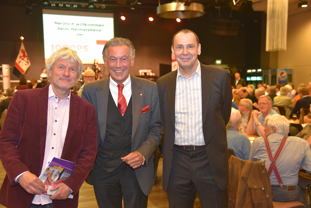 Laudator Jürgen Becker, Jonges Baas Wolfgang Rolshoven und Jacques Tilly Foto: LOKALBÜRO