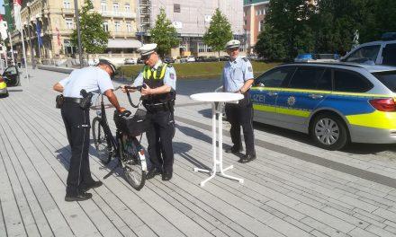 Polizei registriert Fahrräder am Corneliusplatz
