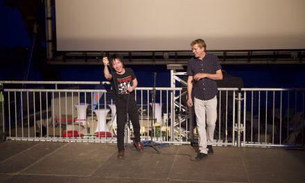 Volle Ränge und Die Toten Hosen als Überraschungsgäste beim gestrigen Saisonstart des alltours Kino
