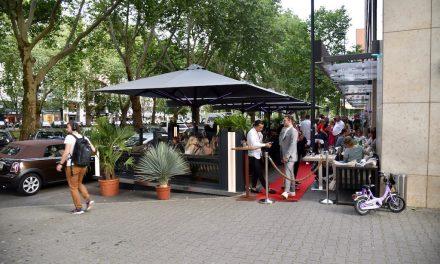 Tino's Piano Bar eröffnet Außenterrasse