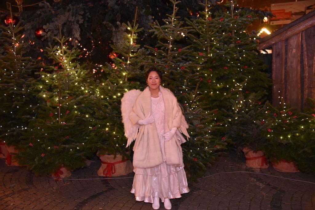 Weihnachtsengel Felicia Chin-Malenski vom Schauspielhaus Foto: LOKALBÜRO