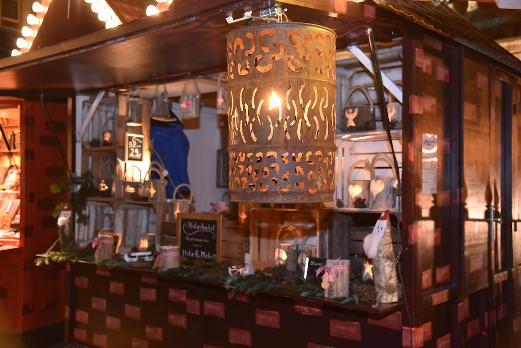 Weihnachstmarkbude auf dem Marktplatz Foto: LOKALBÜRO