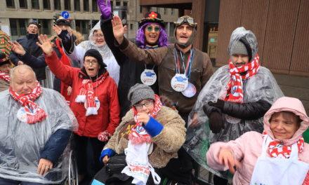 Karneval für alle — auf der AOK-LVR-Tribüne für Menschen mit Handicap wurde ausgelassen gefeiert