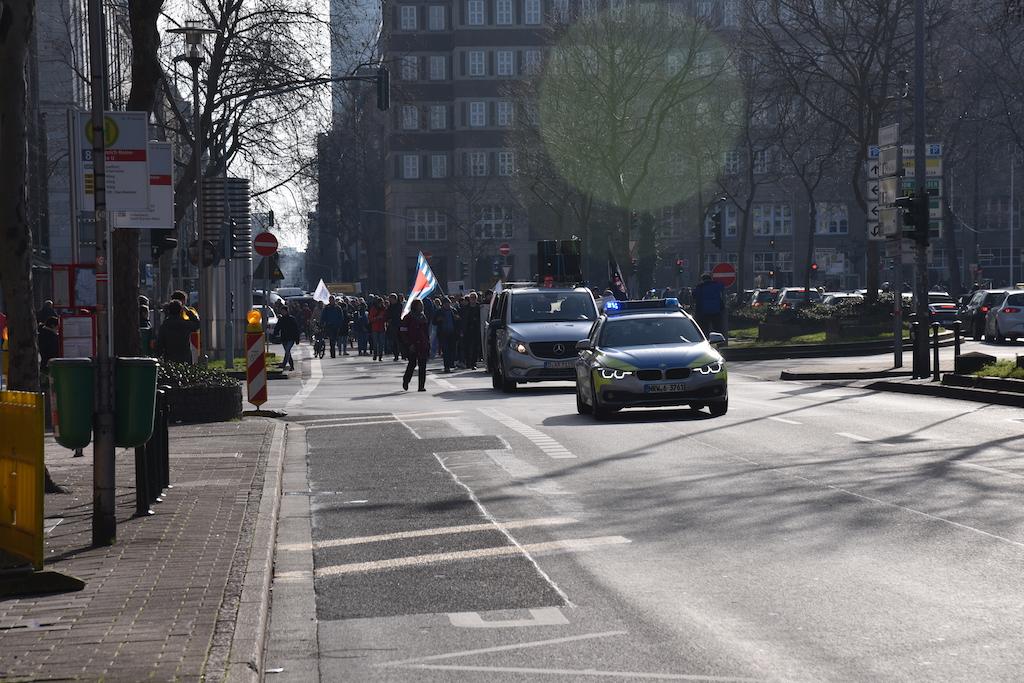 "Demo ""Düsseldorf stellt sich quer Foto:LOKALBÜRO"