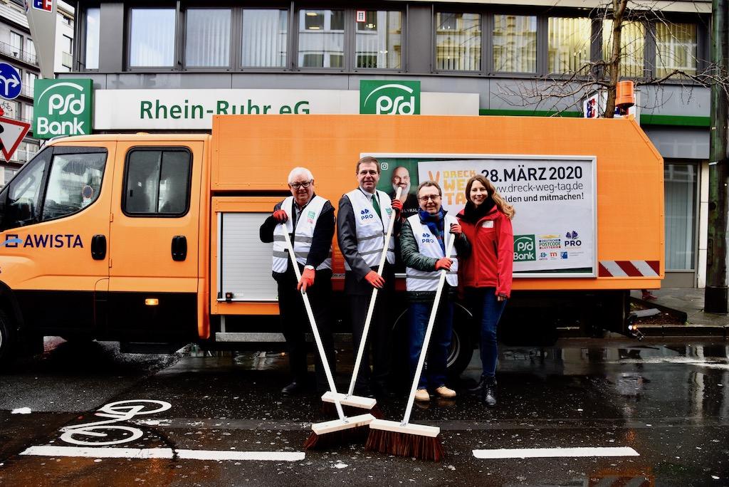 Ingo Lentz (Pro Düsseldorf), August-Wilhelm Albert (PSD Bank Rhein-Ruhr), Dr. Klaus Vorgang (Pro Düsseldorf), Janina Stanton (Deutsche Postcode Lotterie) Foto: LOKALBÜRO