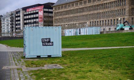 Stadtstrand Container am Rheinufer aufgestellt