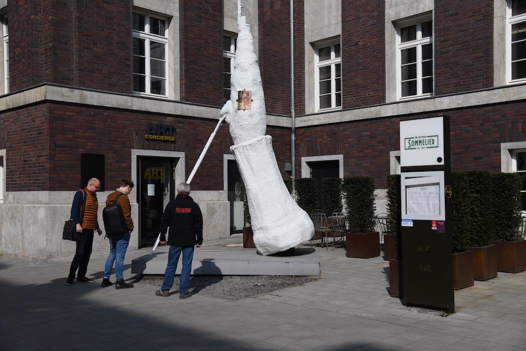 Skulptur von Lulian Schnabel Foto: Lokalbüro