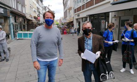 Maskentausch in der Altstadt