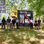 Schülerplakate machen auf Verschiebung der Kunstausstellung DIE GROSSE aufmerksam