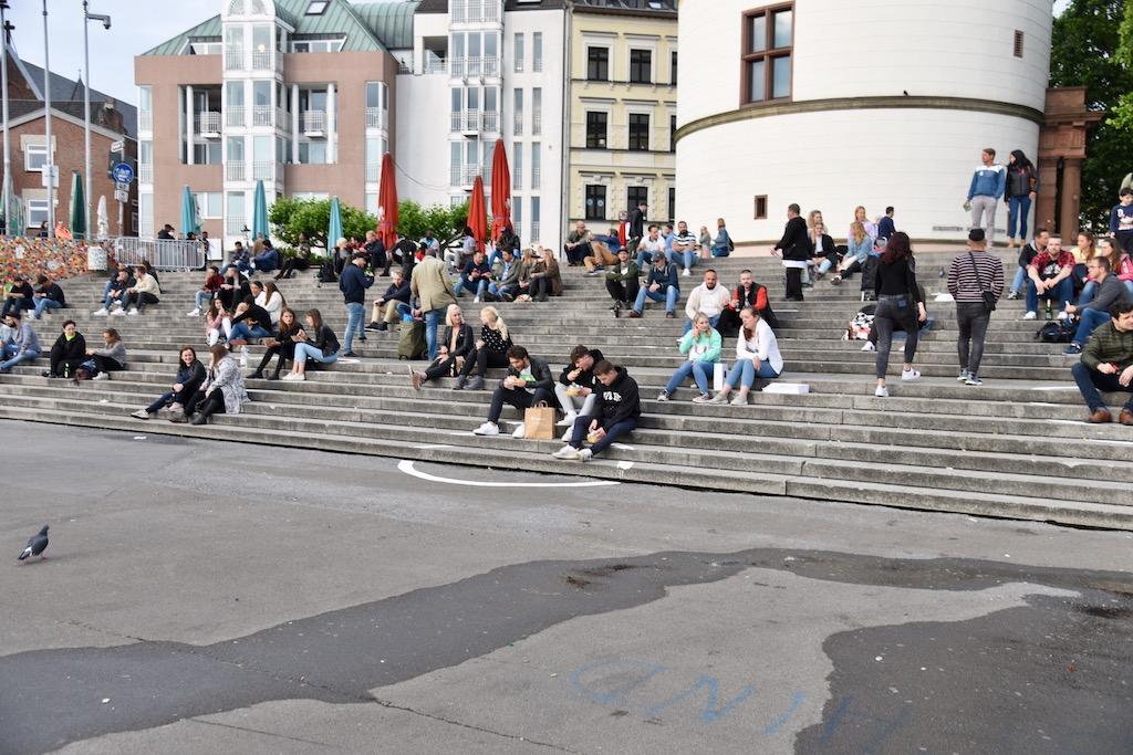 Kreise auf der Burgplatztreppe Foto: LOKALBÜRO