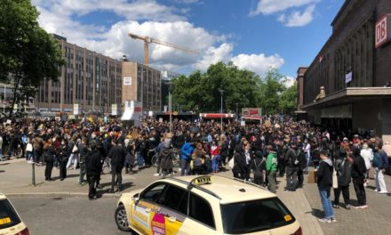 Rund 20.000 Teilnehmer beim Protestmarsch durch die Düsseldorfer Innenstadt
