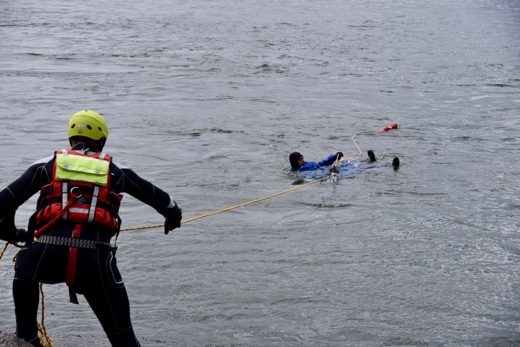Rettung von Land mit Seil Foto: LOKALBÜRO