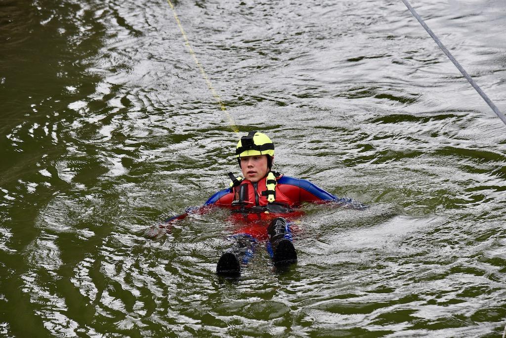 Rettung eines am Hinderniss hängendem Foto: LOKALBÜRO