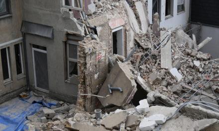 Folgemeldung: Wohngebäude zum Teil eingestürzt — zweiter Bauarbeiter weiter vermisst