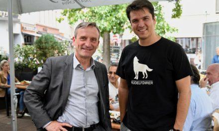 OB Thomas Geisel und Demis Volpi auf dem Carlsplatz