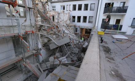 Folgemeldung: Wohngebäude zum Teil eingestürzt — ein Bauarbeiter wurde tot gefunden