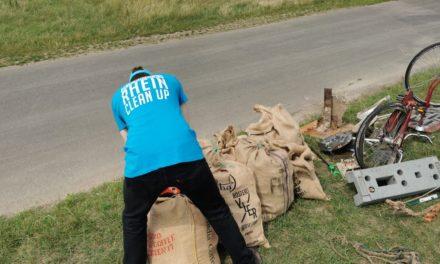 Blockblocks Rhein Cleanup sammelt 250 kg Müll auf den Rheinwiesen