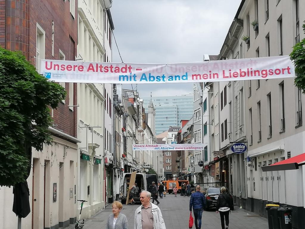 Banner in der Kurze Straße Foto: LOKALBÜRO