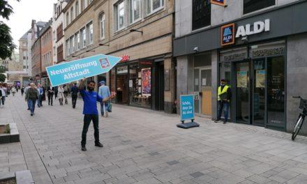 Aldi im ehemaligen Kult Textilkaufhaus in der Flingerstraße hat eröffnet