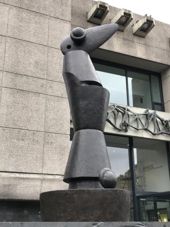 """Die Figur """"Habakuk"""" des Künstlers Max Ernst(c)Landeshauptstadt Düsseldorf"""