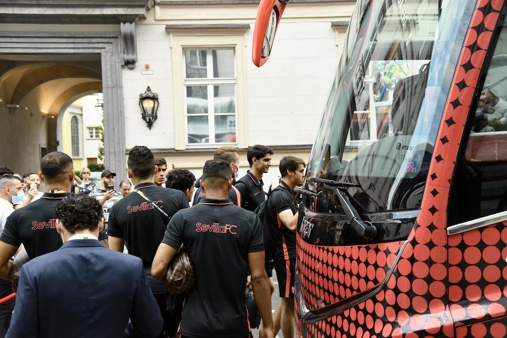 Abreise der Mannschaft zum Finalspiel Foto: LOKALBÜRO