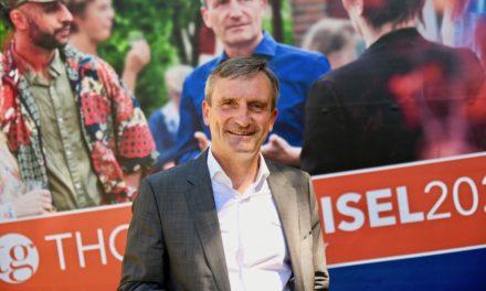 Oberbürgermeister Thomas Geisel stellt seine Wahlplakate vor