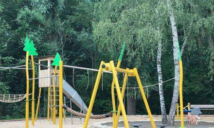 Mehr Bäume als Hitzeschutz auf Kinderspielplätzen