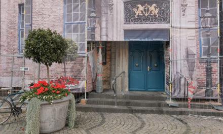 Nach Restaurierung: Die Blaue Tür kehrt ins Rathaus zurück
