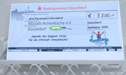Sappeur-Corps Düsseldorf von 1953 hat der Armenküche in der Altstadt eine Spende von 3500 € übergeben