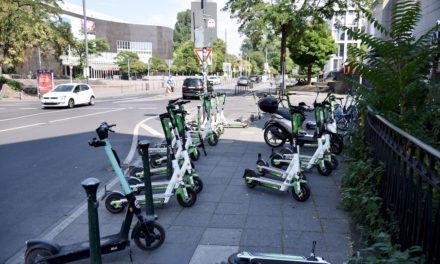 Oberbürgermeister Thomas Geisel will ungeordnetes Abstellen von E‑Scootern beenden