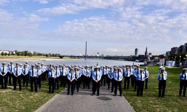 Polizeipräsident Norbert Wesseler begrüßt 214 Polizeibeamtinnen und -beamte