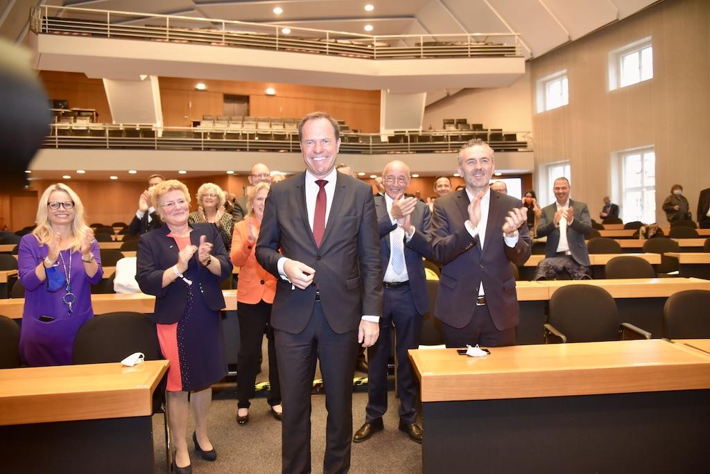 Das Ergebnis läßt keine Zweifel mehr Dr. Stephan Keller ist neuer OB: Foto: LOKALBÜRO