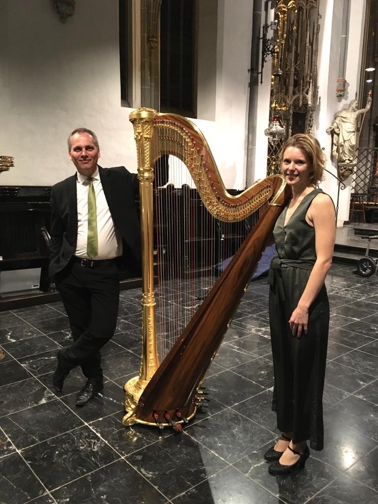 Nora von Marschall an der Harfe und Markus Belmann an der Orgel