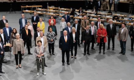 OB Thomas Geisel verabschiedet ausscheidende Ratsfrauen und Ratsherren