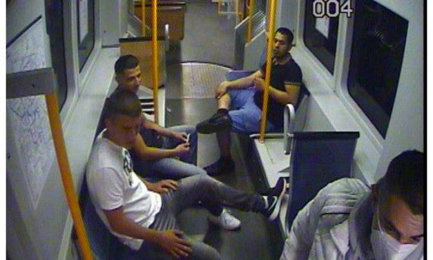 Wer kennt die Räuber? — Polizei fahndet mit Foto aus Überwachungskamera nach vier Männern