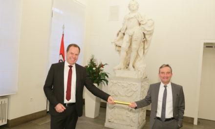 Staffelübergabe der Oberbürgermeister: Dr. Stephan Keller übernimmt von Thomas Geisel