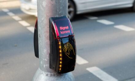 Europaweit erster kontaktloser Ampeltaster in Düsseldorf eingesetzt