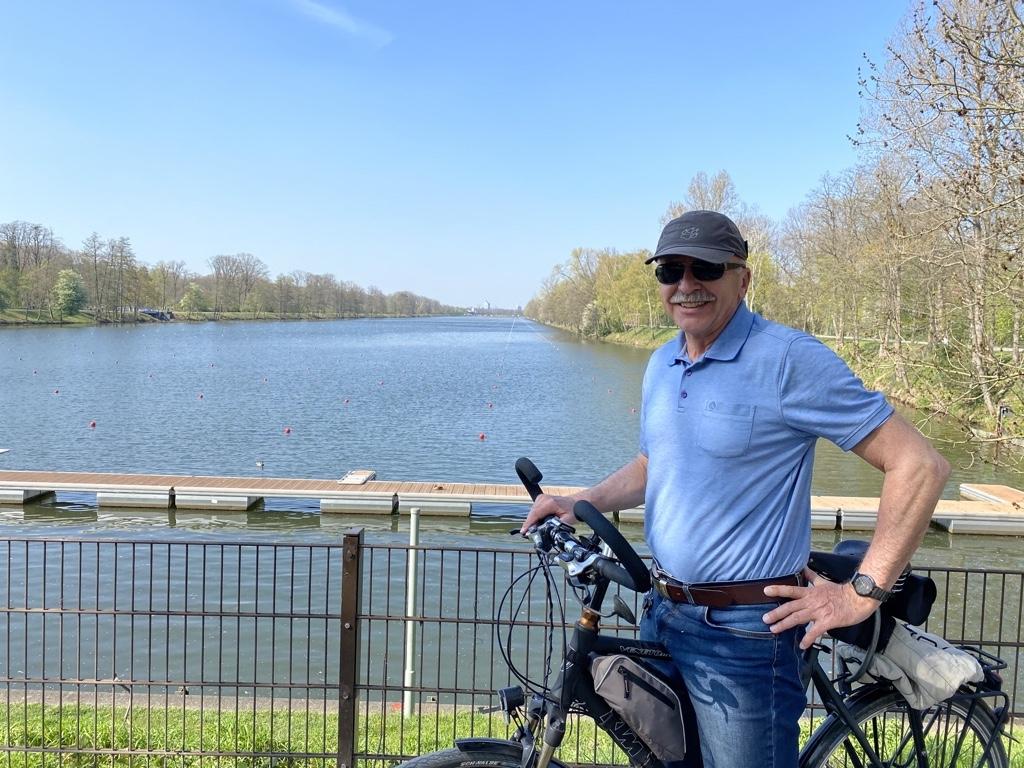 1. stellv. Vorsitzende Manfred Blasczyk an der Regattastrecke  Foto: Privat
