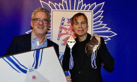 Gregor Schneider gestaltet den Sessionsorden 2021 für Blau —Weiss