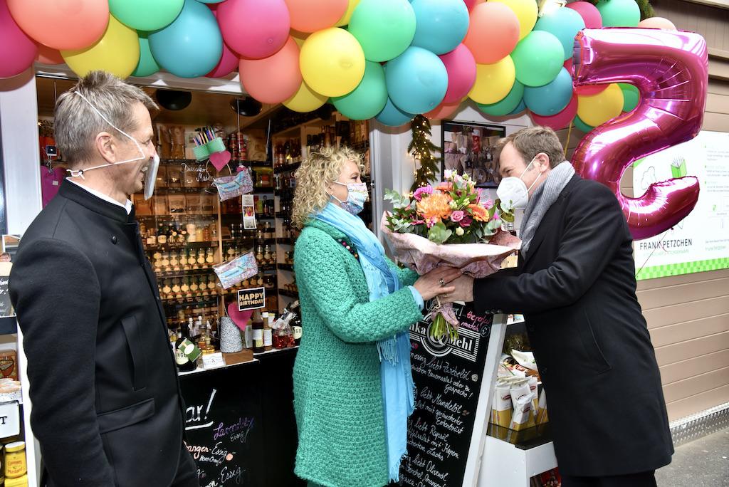 Oberbürgermeister Stephan Keller gratuliete auch Foto: LOKALBÜRO