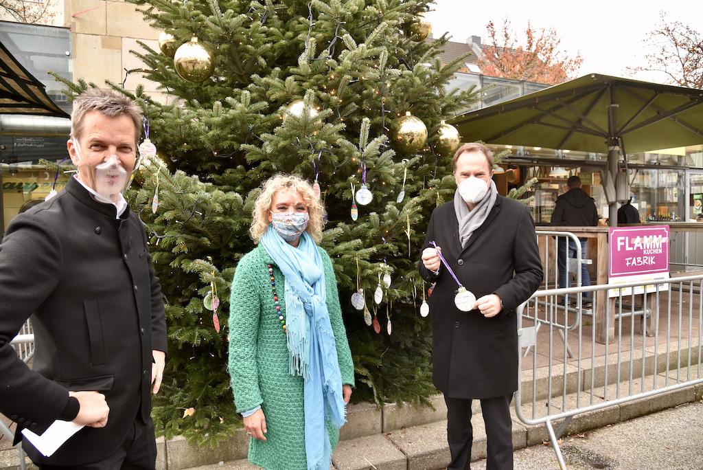 Weihnachtsbaum am Carlsplatz Foto: LOALBÜRO