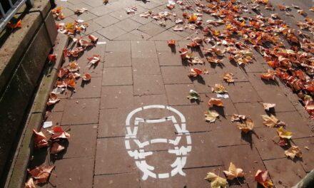Landeshauptstadt hebt Allgemeinverfügung  vom 3. Nov. zur Alltagsmaskenpflicht auf und kündigt neuean