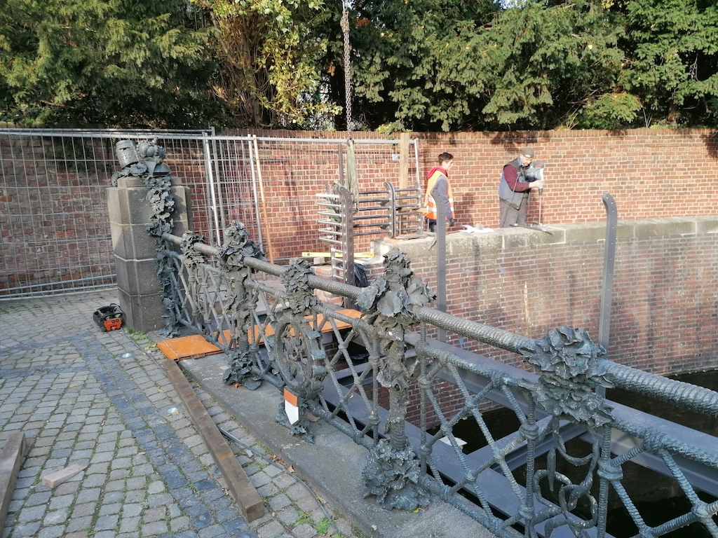 Sicherungsarbeiten deer Düssel an der Burgplatzseite Foto: LOKALBÜRO