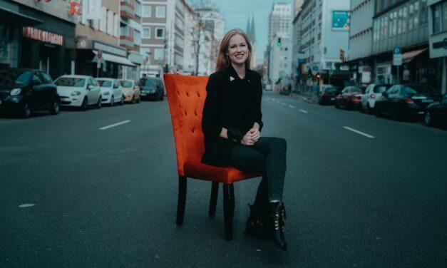 Sarah Bouwers bringt Künstler ins Gespräch