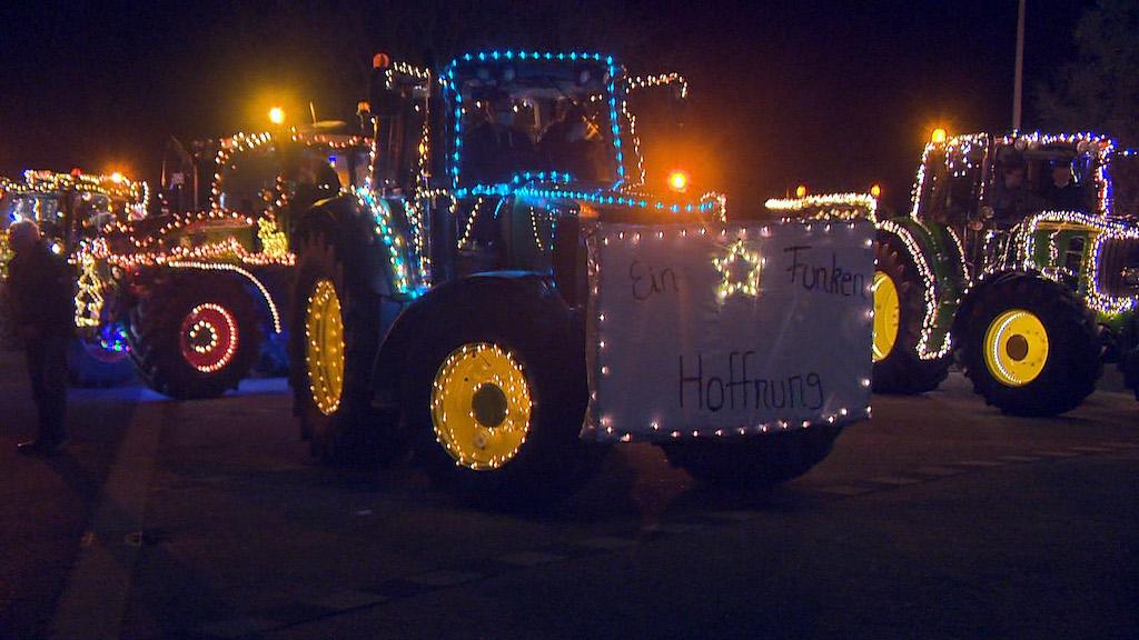 Traktoren Lichterparade Foto: Günter Jungmann